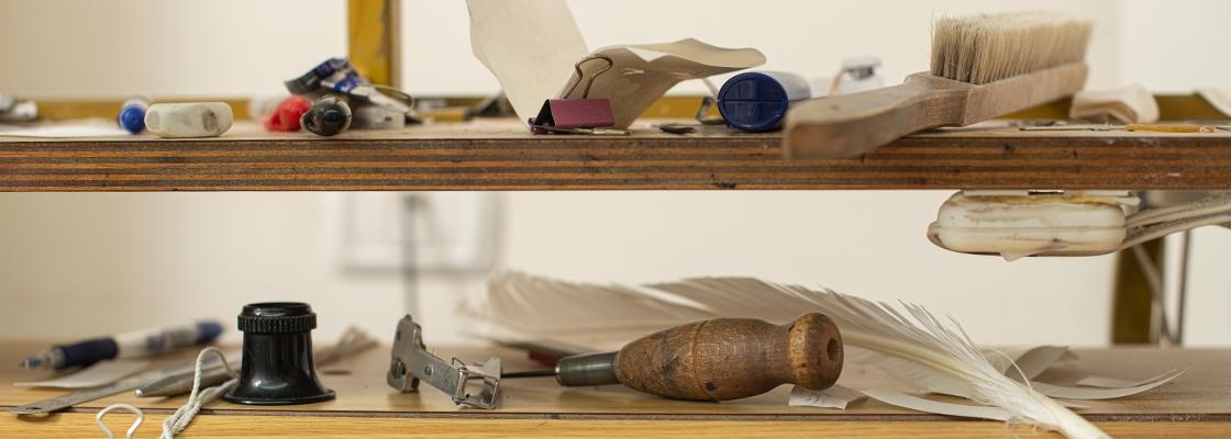 ״כלי העבודה״ של הסופר סת״ם